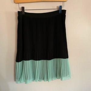 Bebe Small Skirt Accordion Pleat Chiffon Contrast